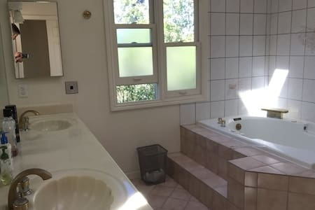 Private room in spacious Menlo Park house - Menlo Park - House
