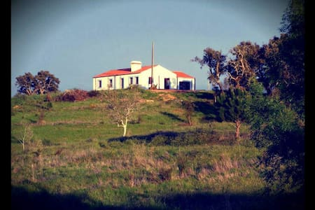 Renovated typical house in the countryside - Santiago do Cacém - 小木屋