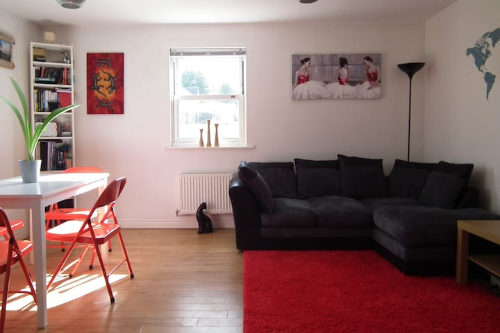 Bright Comfy Double with Breakfast & Parking