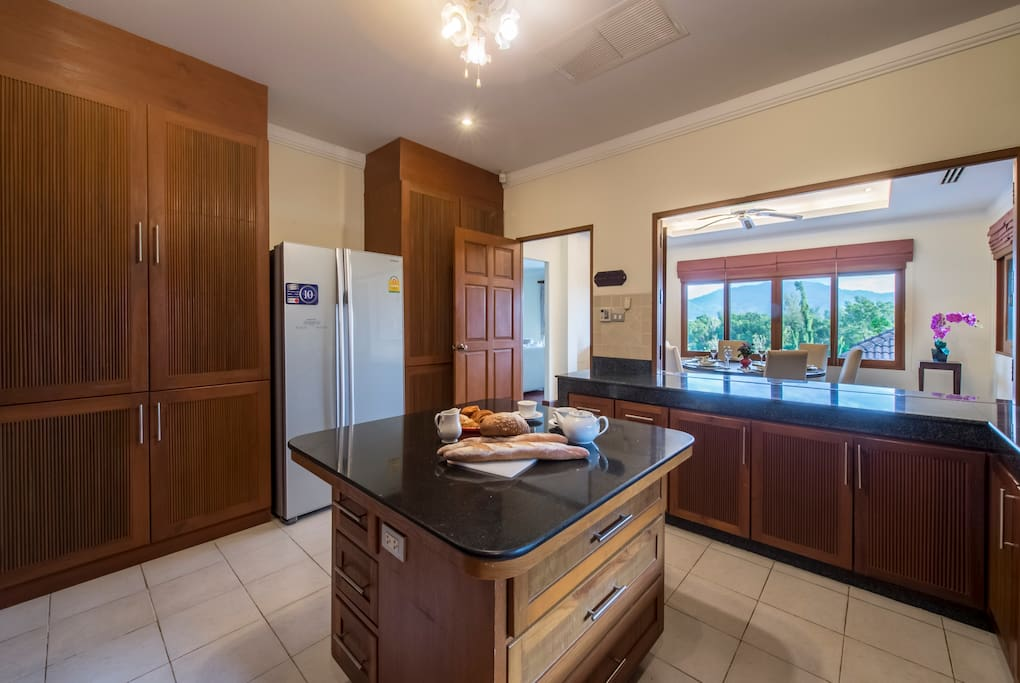 kitchen thr to dining area