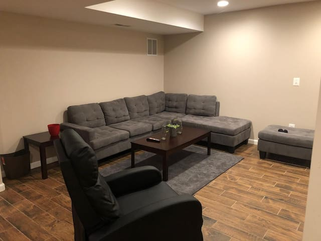 Private & Spacious Basement Suite near Dulles