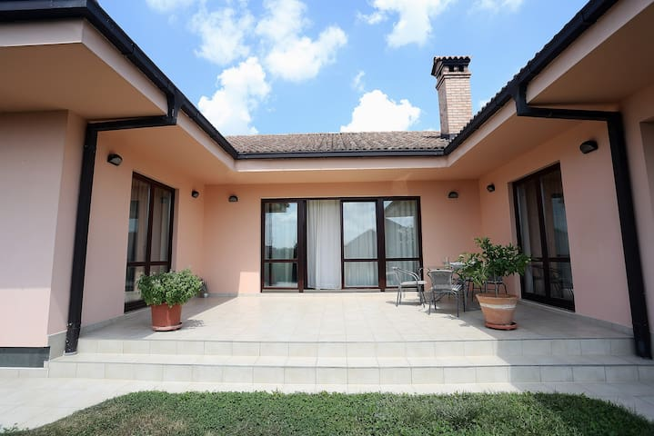Spacious Three Bedroom House in New Zagreb
