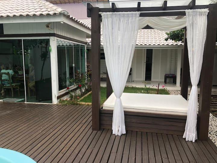 Linda casa, confortável e aconchegante com piscina