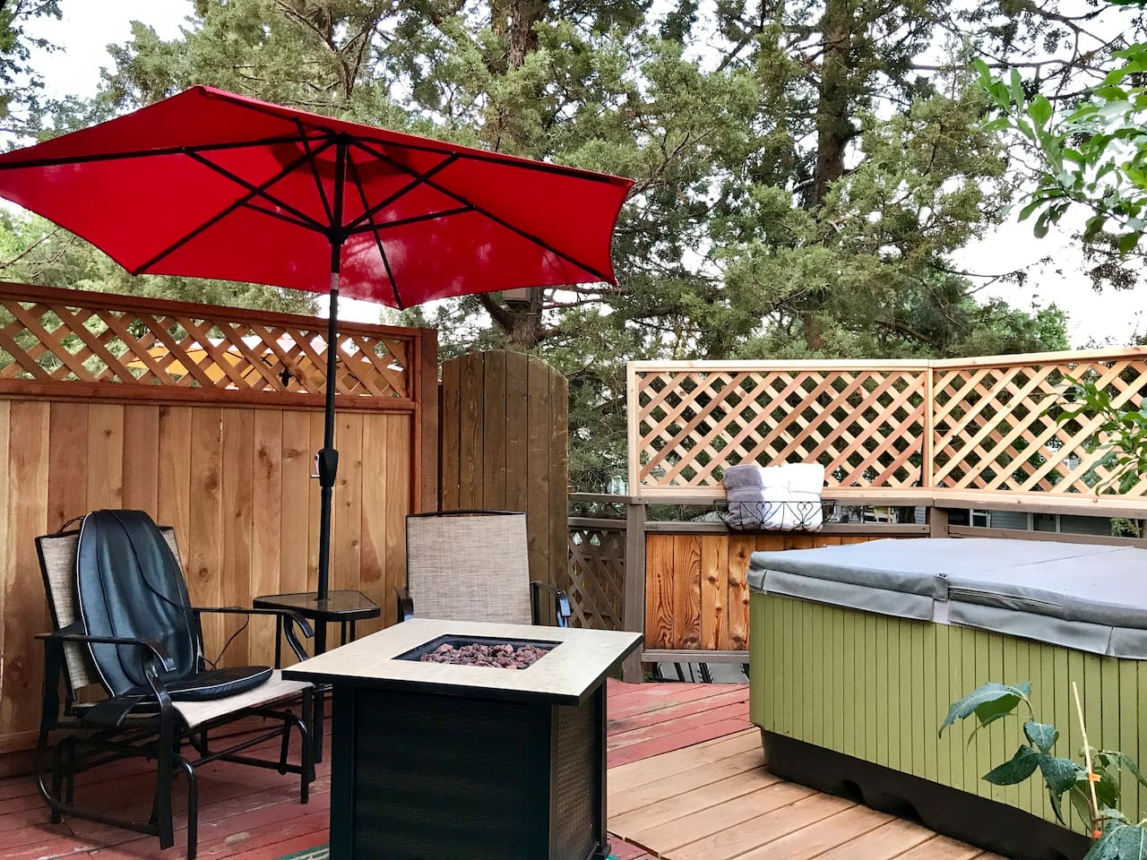 Propane fire, privacy, quaint hot tub and quiet.....a place to fully relax.....