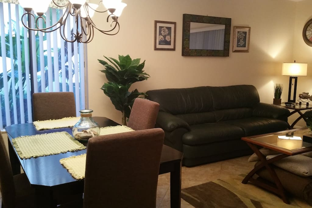 Spacious dining & living rooms