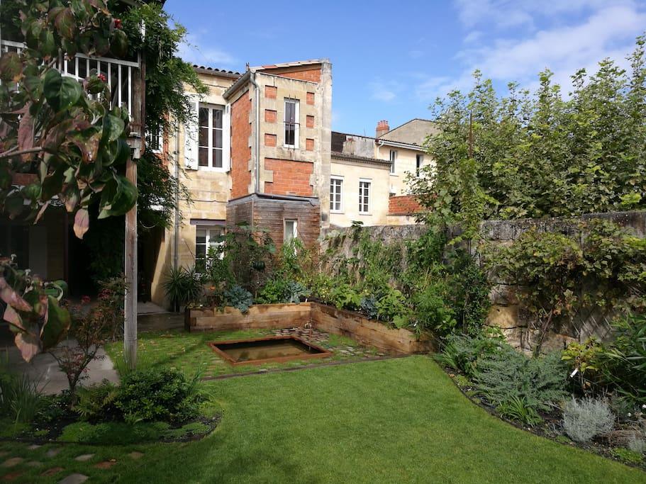 Studio sur jardin avec parking s curis inclus for Location de studio a bordeaux