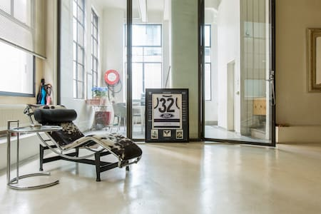 Spacious Warehouse Apartment on Flinders Lane. - Melbourne - Apartment