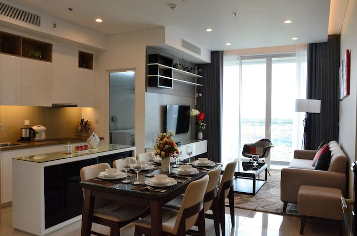 Entire Home+Rooftop Pool Close to City Center