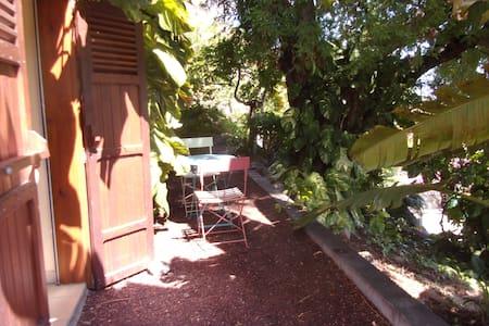 studio indépendant donnant sur le jardin - La Possession - Dom