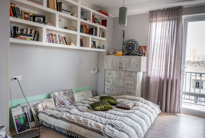 Newly Renovated Apartment in Superb Location