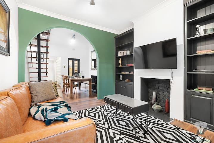 """Mid-Long Term Available"" Woolloomooloo 2Bed Townhse