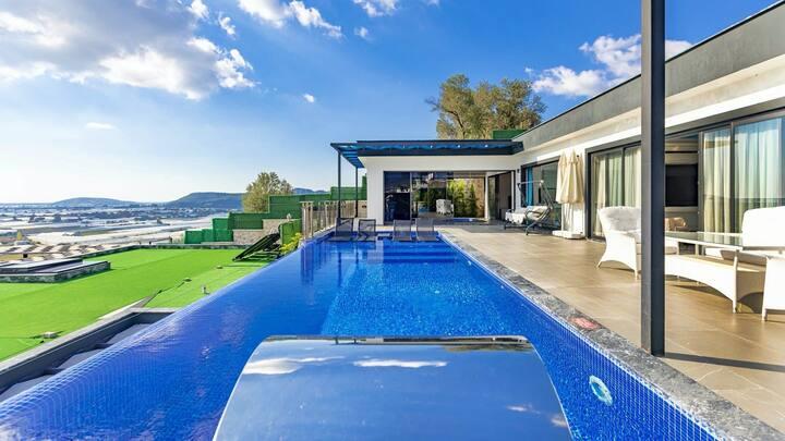Kalkana 15 dk sürüş mesafesinde lüks havuzlu villa