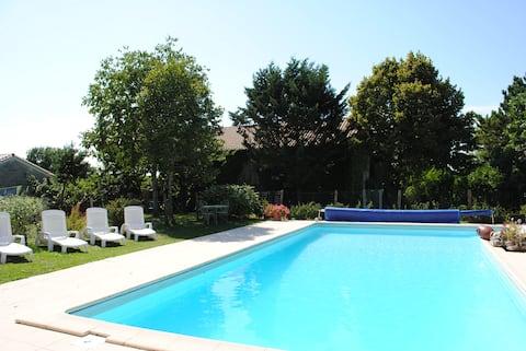 Issigeac, Gemeubileerd 1  comfortabel, Verwarmd zwembad