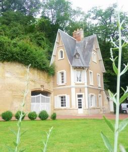 Maison de Fées dans Parc du Château - Larçay - House