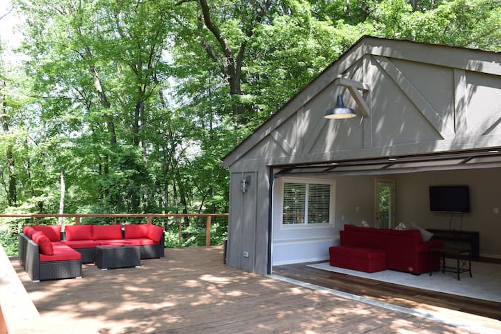 Stay on a Lakefront Horse Farm: Woods Cabin #2