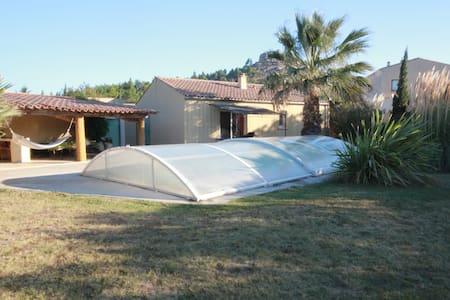 Villa de plain pied  avec piscine privée couverte - Montséret