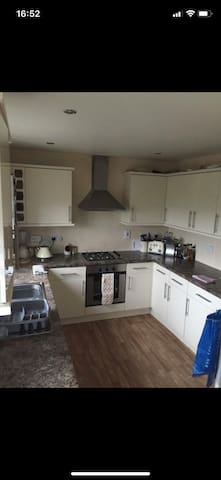 Lovely room to rent in a modern 3 bedroom house