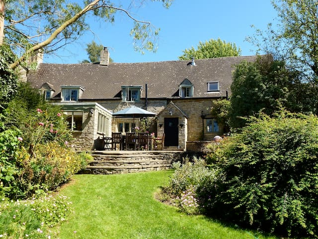 Spacious Historic 17th Century Cotswold Cottage - Great Rissington - Casa