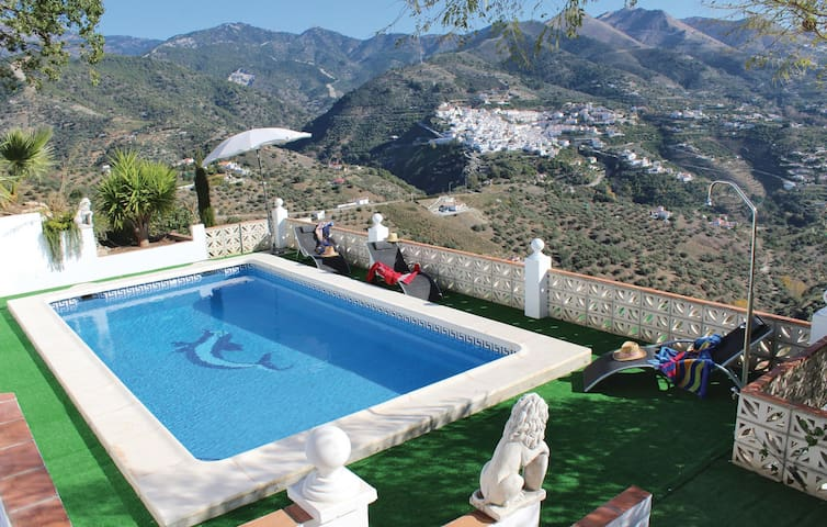 Holiday cottage with 4 bedrooms on 144 m² in Árchez