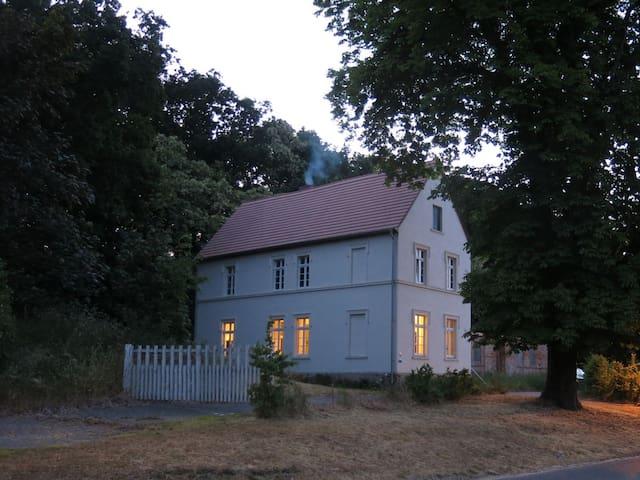 Historisches Gutshaus mit eigenem Bootshaus - Gumtow - House