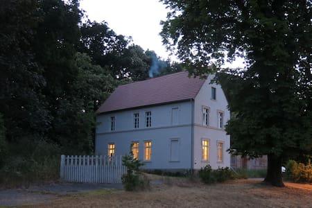 Historisches Gutshaus mit eigenem Bootshaus - Gumtow - 独立屋