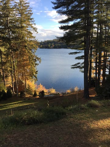 Cozy 2-BR Vermont Lakefront Cottage - Ludlow - Casa