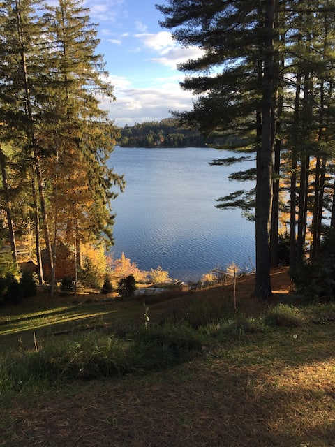 Cozy 2-BR Vermont Lakefront Cottage, 100 Mbps Wifi