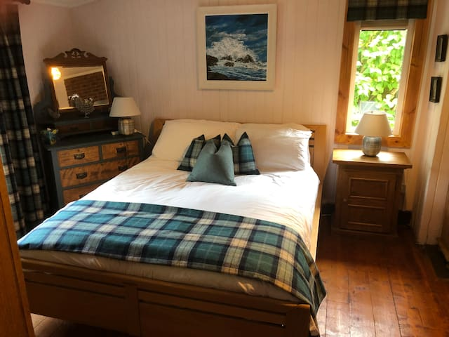 Boat of Garten, chic bedroom with private bathroom