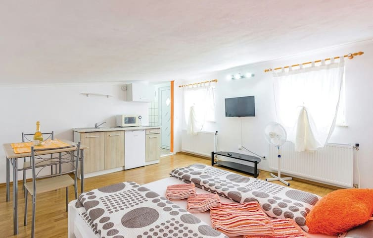 Studio apartment in Pula - พูลา