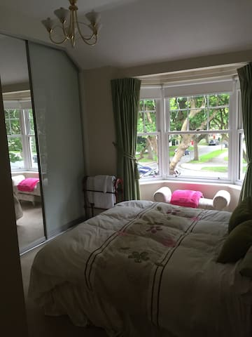King ensuite 10mins to city&airport - Dublin - House