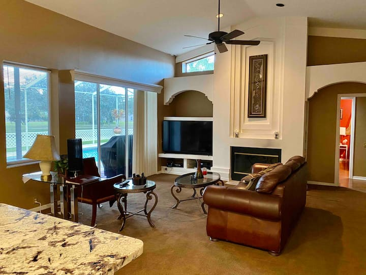 A spacious room in safety and comfort in East Lake