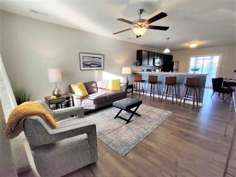 Pet Friendly 2 Bed Townhome Near Western BLVD