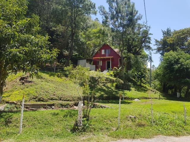 Hermosa cabaña de madera en San Juan Chamelco