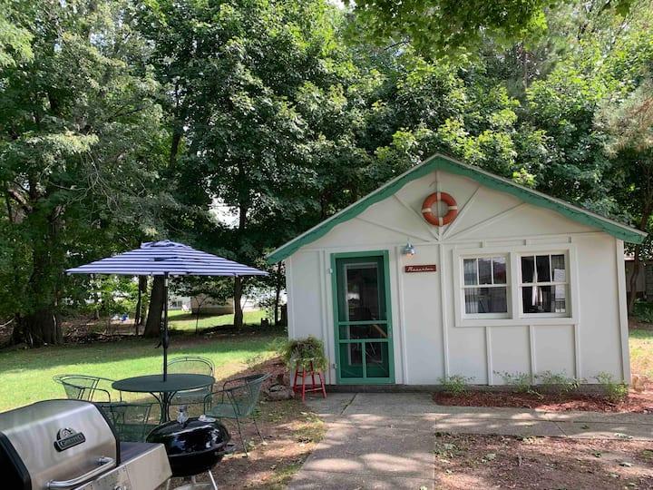 M22 Resorter Cottage | Portage Lake Views Onekama