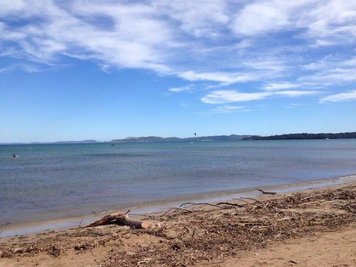 T2 vue mer Hyères plage de la bergerie