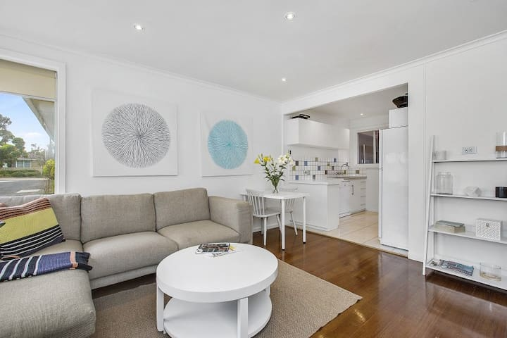 Light and Bright. 200m to the Beach - Mornington - Apartamento