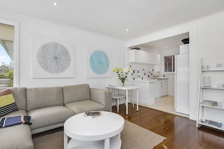 Light and Bright. 200m to the Beach - Mornington - Apartment
