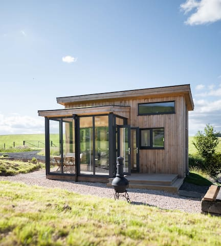 Tiny cabin with scenic views, sleep up to 4