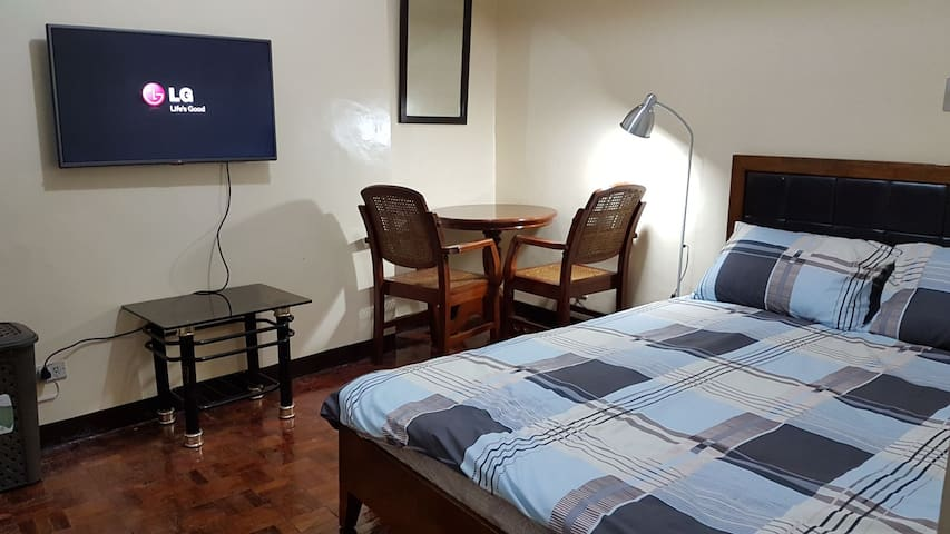 Cozy Private Bedroom Makati Ave 17 F/L AC NFLX TV