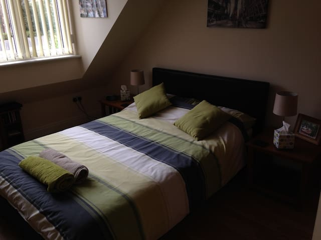 Double Room with Private Bathroom, Parkgate/Wirral