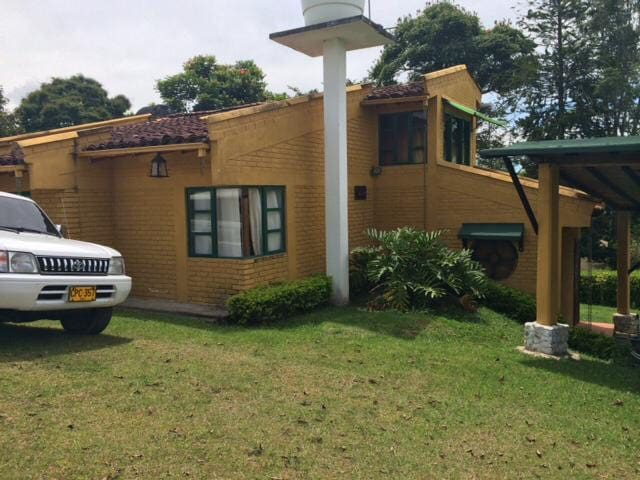 Hermosa casa campestre en LAGO CALIMA