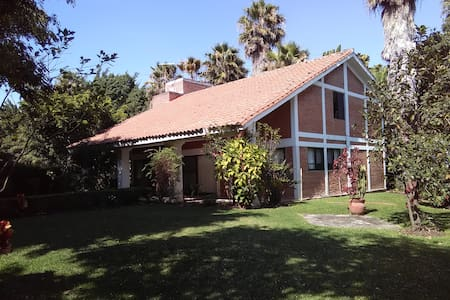 Preciosa casa con jardin en fracc. con alberca - Jiutepec
