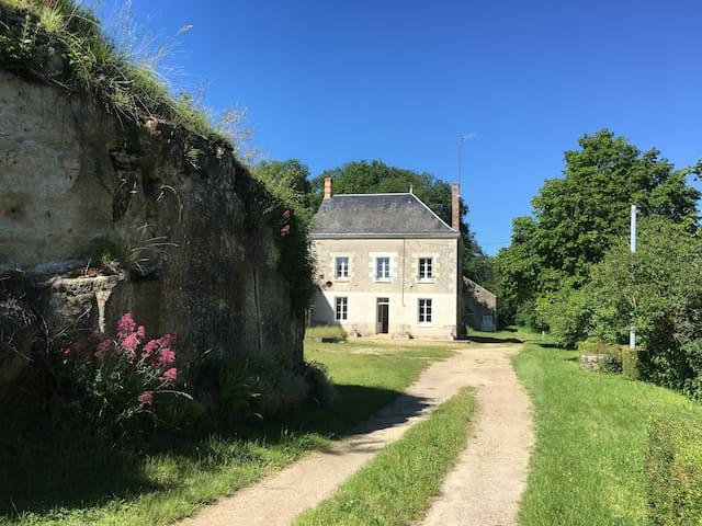 Maison rénovée à la campagne ***
