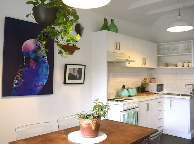 Inner City Sanctuary. Walk to Theatre, Bars, Cafes - Enmore - House