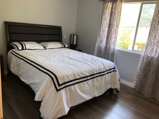 Queen M.Bedroom