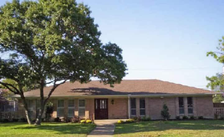 Queen Size Suite Mid Town Dallas Private Home