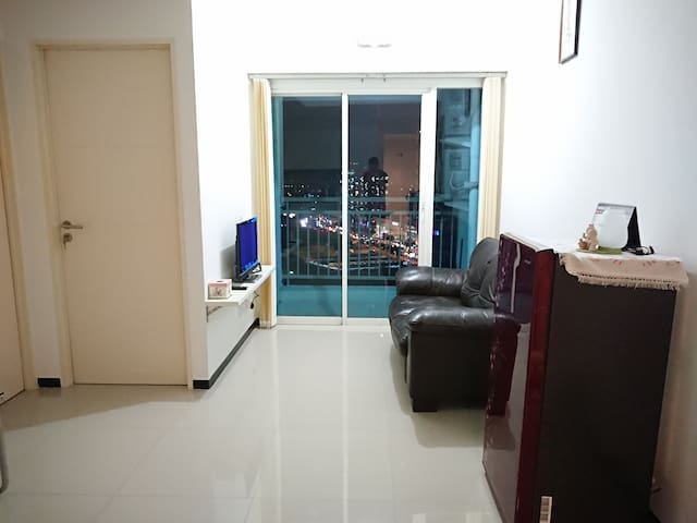 Cozy 2 Beds Apartment Above Pakuwon Mall Surabaya