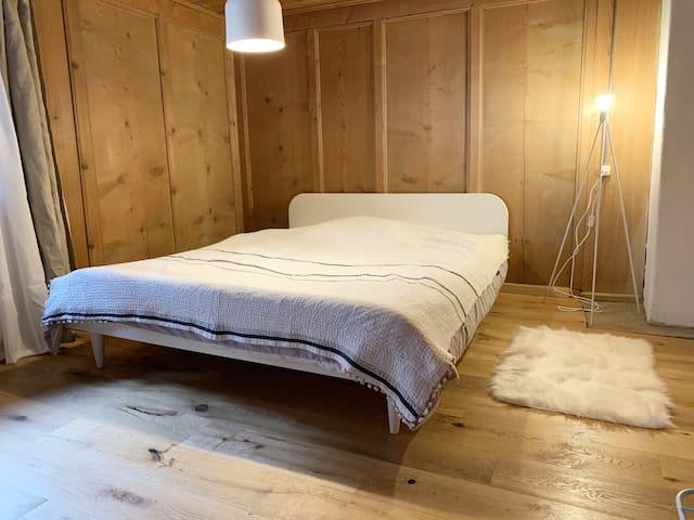 1. Stock 2. Schlafzimmer Doppelbett 160x200