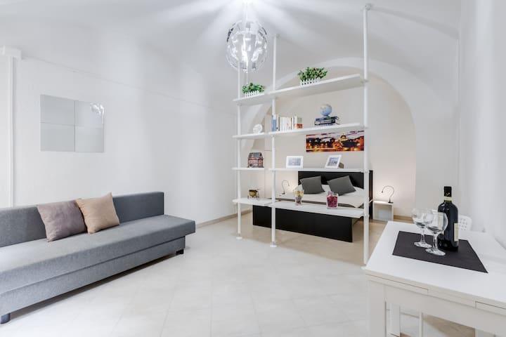 Midtown Studio Suite (w/ Breakfast) NEW!! - Rom - Lejlighed