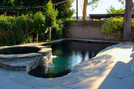 Private Poolside Bedroom/Bathroom in Large Home - Los Angeles